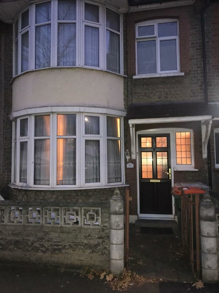 Best 3 Bedroom 2 Bathroom House For Rent In East Ham In Eastham London Gumtree With Pictures