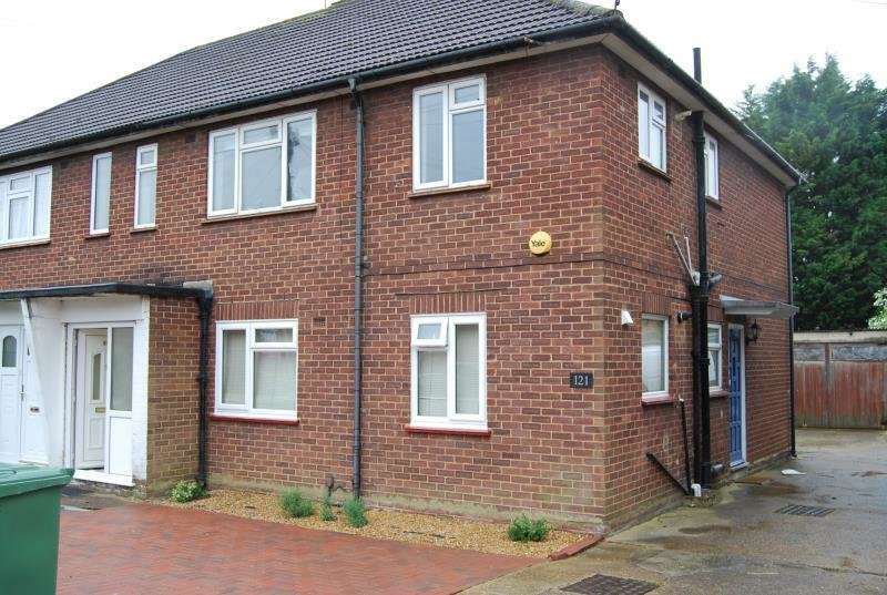 Best 2 Bedroom House In Grosvenor Avenue Hayes Middlesex In With Pictures