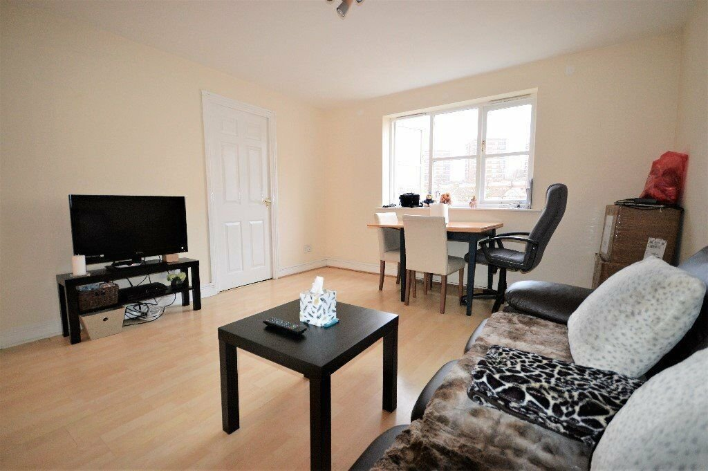 Best Dss Accepted With Guarantor 2 Bedroom Flat Located Short With Pictures