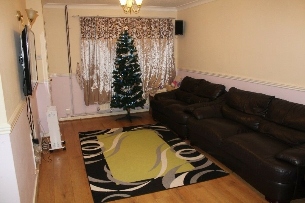 Best 3 Bedroom House Heathrow Langley Dss Accepted In Slough With Pictures