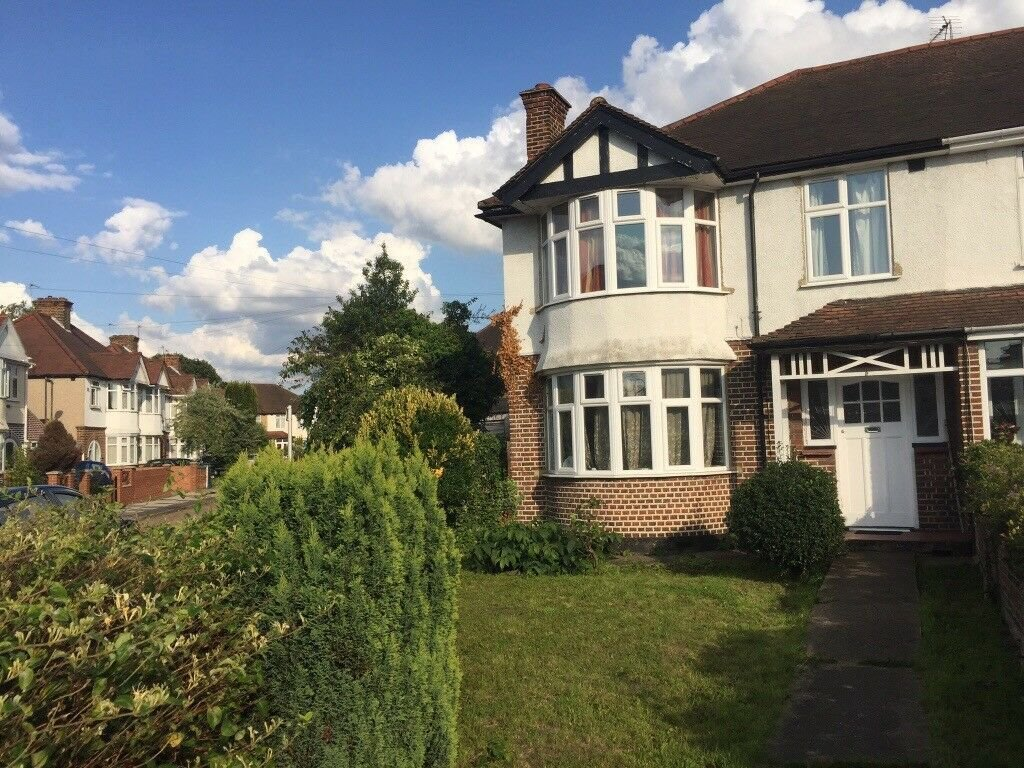 Best 3 Bedroom House To Rent At Nelson Garden Tw3 3Un In With Pictures