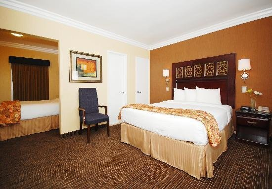 Best 2 Room Suite Picture Of Rodeway Inn Long Beach With Pictures