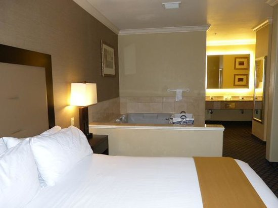 Best Bedroom With Jacuzzi Picture Of Holiday Inn Express San With Pictures