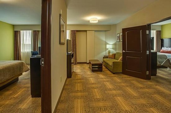 Best Two Bedroom Suite Two Queen Beds Picture Of Staybridge Suites Atlanta Airport Hapeville With Pictures