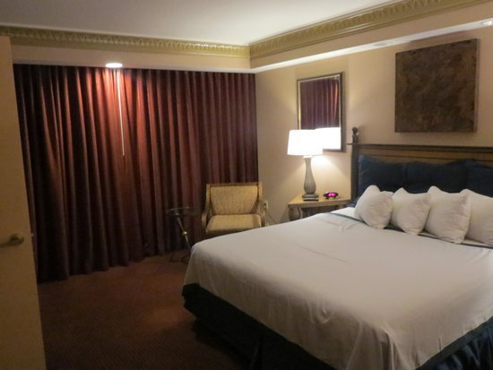 Best Tower Luxury Suite Bedroom Picture Of Luxor Las Vegas With Pictures