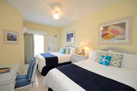 Best Grand Canal Deluxe Three Bedroom Suite Sandyport Beach With Pictures
