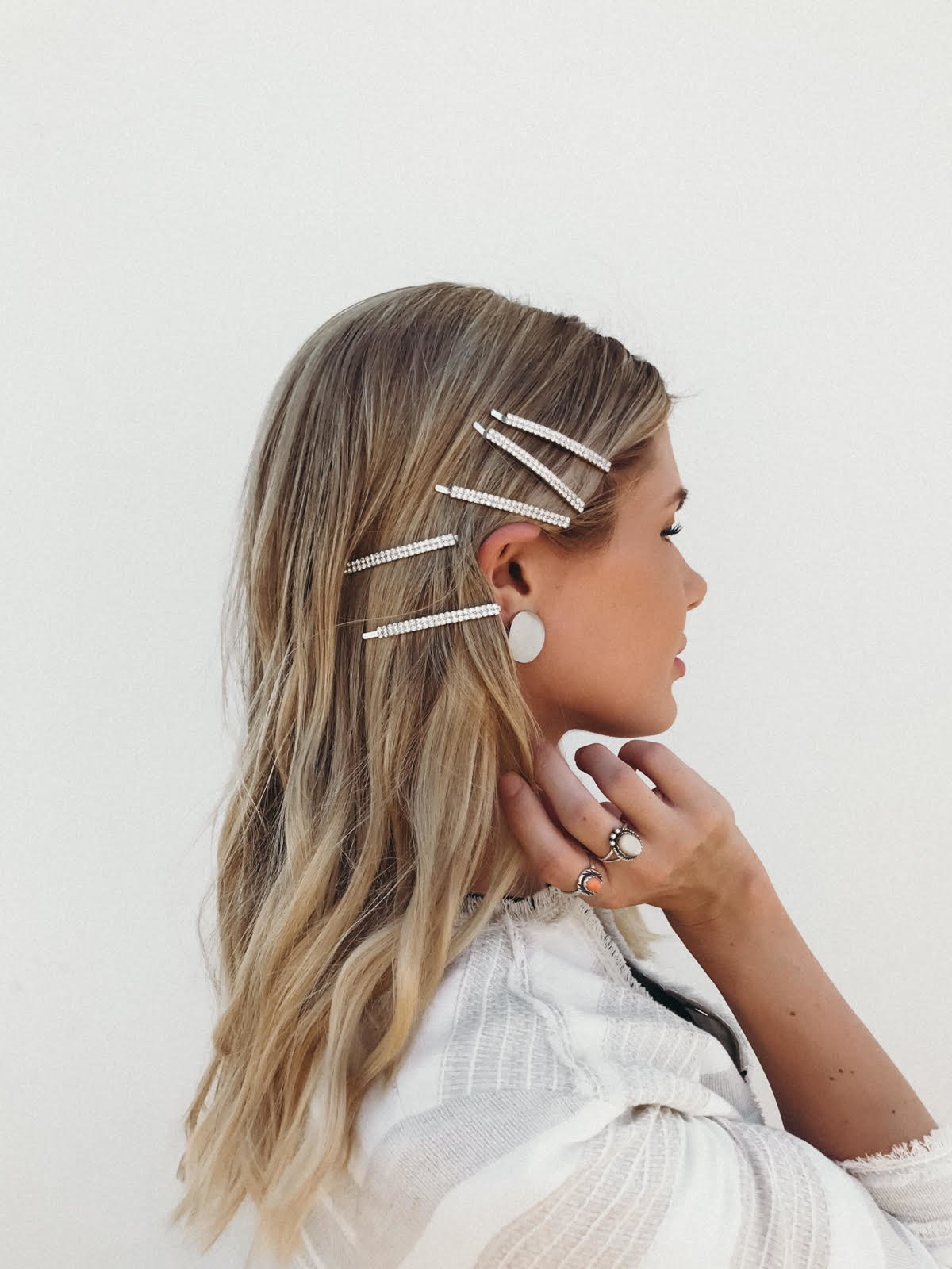 Free 90S Hair Accessories Bringing Back The Barettes Wallpaper