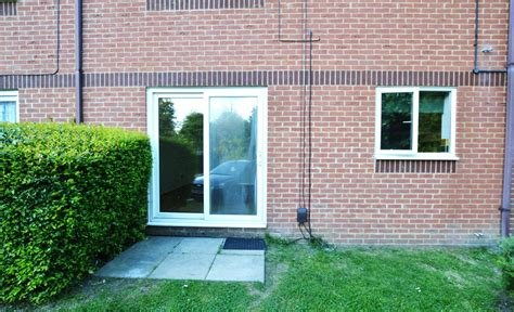Best Martin Co Slough 2 Bedroom Flat To Rent In Littlebrook With Pictures