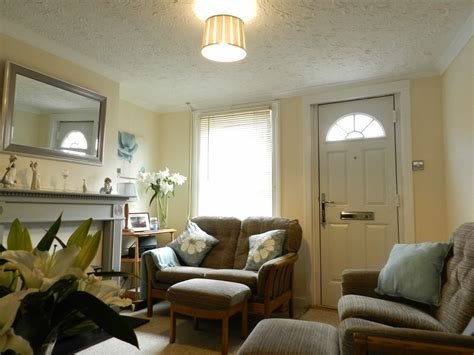 Best Martin Co Crawley 2 Bedroom End Of Terrace House To Rent In West Street Southgate Rh11 With Pictures