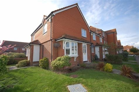 Best Martin Co Eastbourne 2 Bedroom Terraced House To Rent In Falmouth Close Eastbourne Bn23 With Pictures