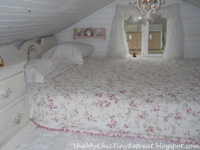 Best Fairytale Cottage Decorated In Shabby Chic Style With Pictures