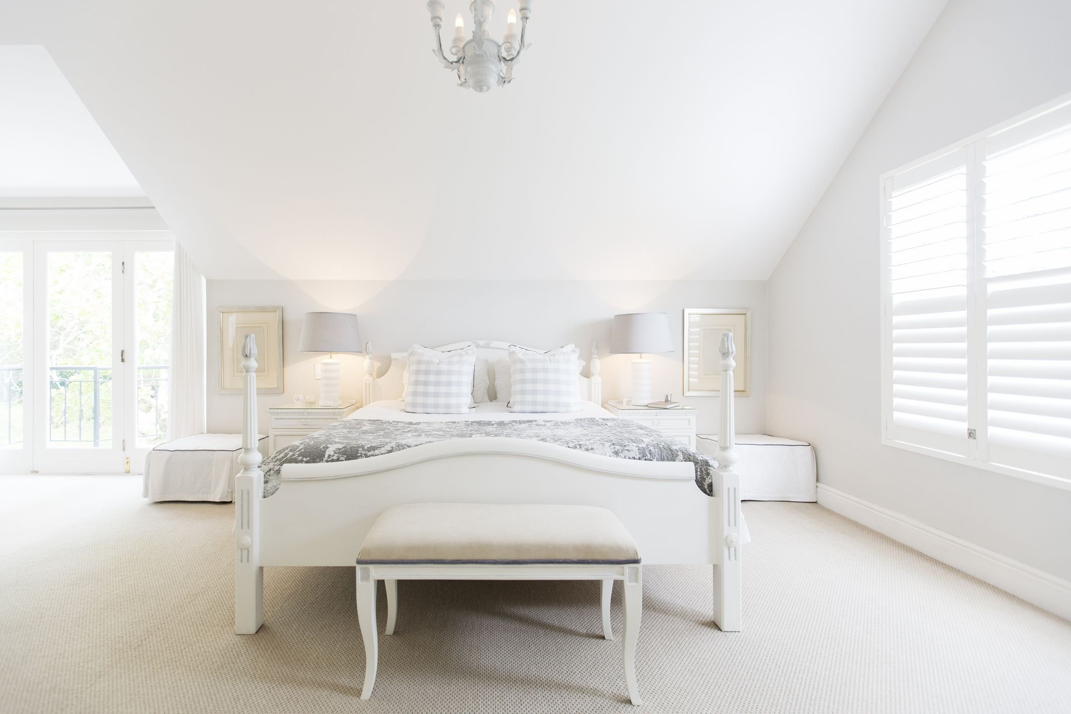 Best Ways To Use White In A Bedroom With Pictures