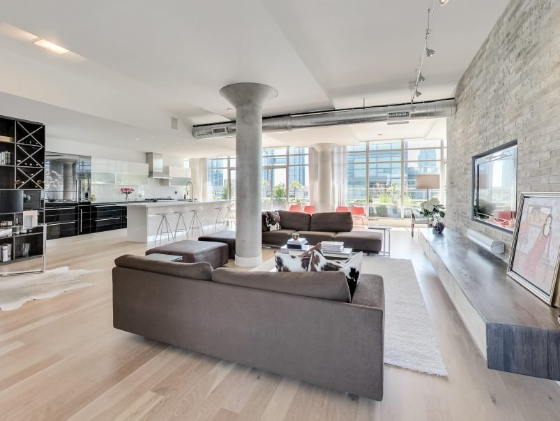 Best 4 Million For A King West P*Nth**S* With A Private Pool With Pictures