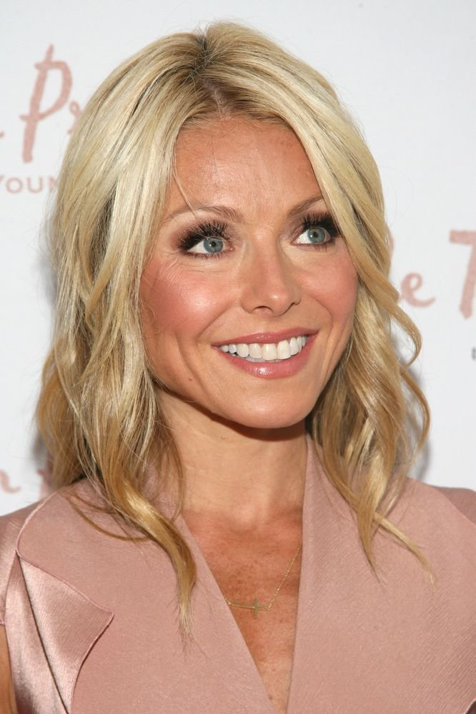 Free 25 Best Kelly Ripa Hair Trending Ideas On Pinterest Wallpaper