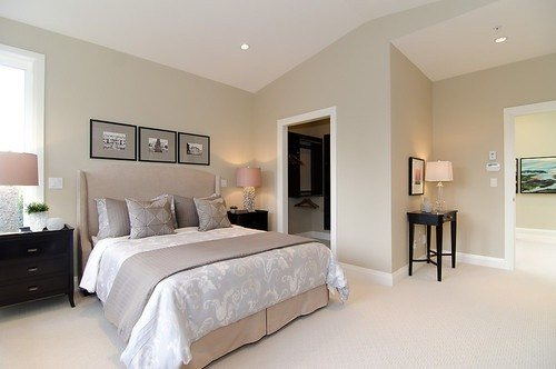 Best Pink Beige Carpet And Headboard Skirt Green Beige Walls With Pictures