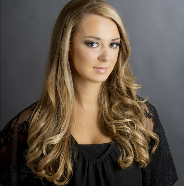 Free Beautiful Balayage Hair Color For Light Skin Tone With Wallpaper