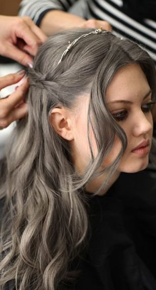 Free I Ve Seen A Couple Of People With Kind Of Taupe Hair Color Wallpaper