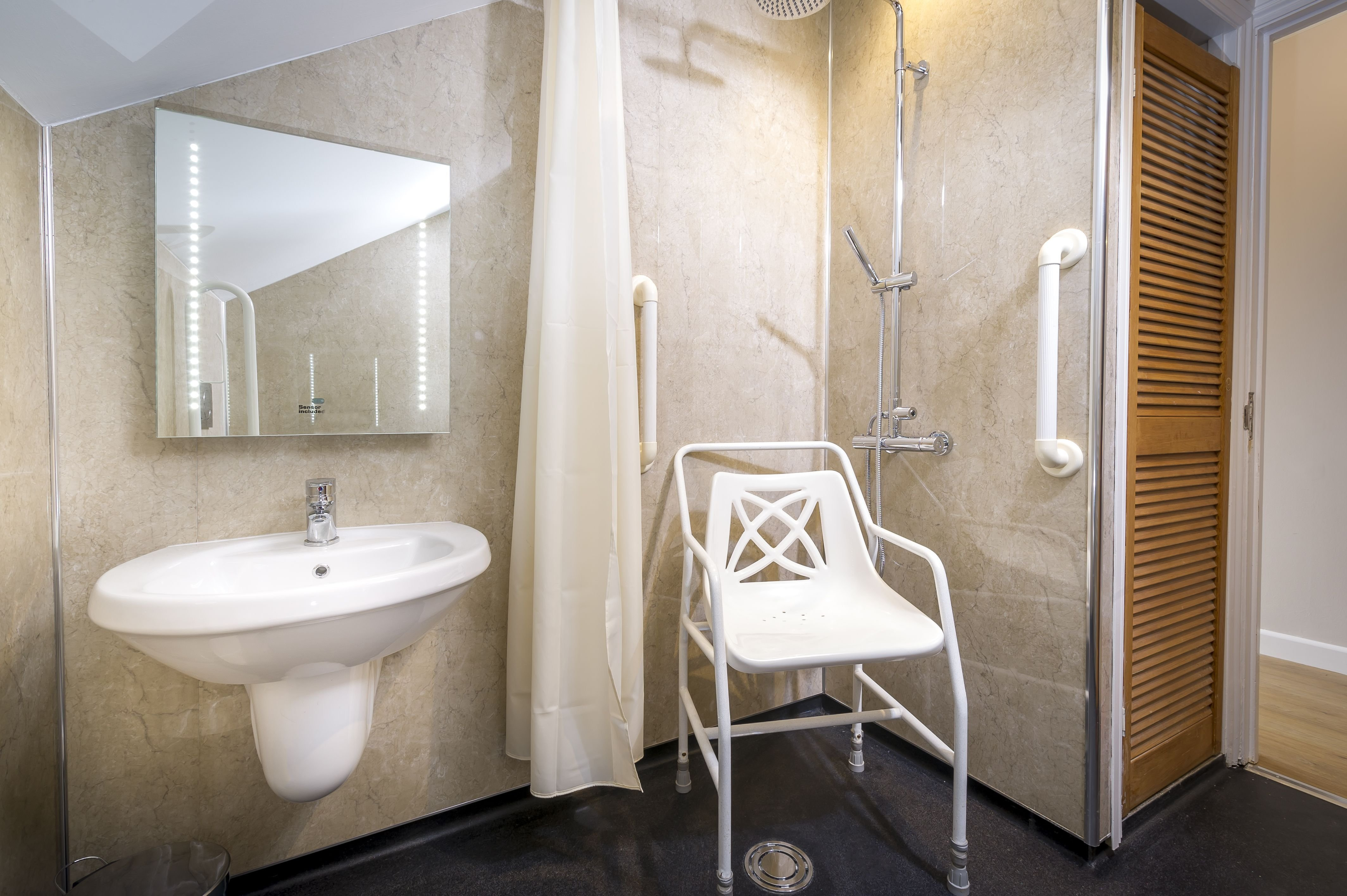 Best Adapted Silver Lodge 2 Bedroom Wet Room Bathroom With Pictures