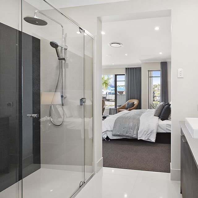 Best Resort Style Ensuite Open And Spacious In This Master With Pictures