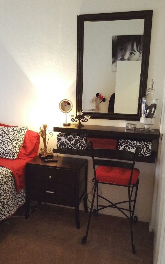 Best Small Bedroom Spaces Vanity And Makeup Storage Ideas With Pictures