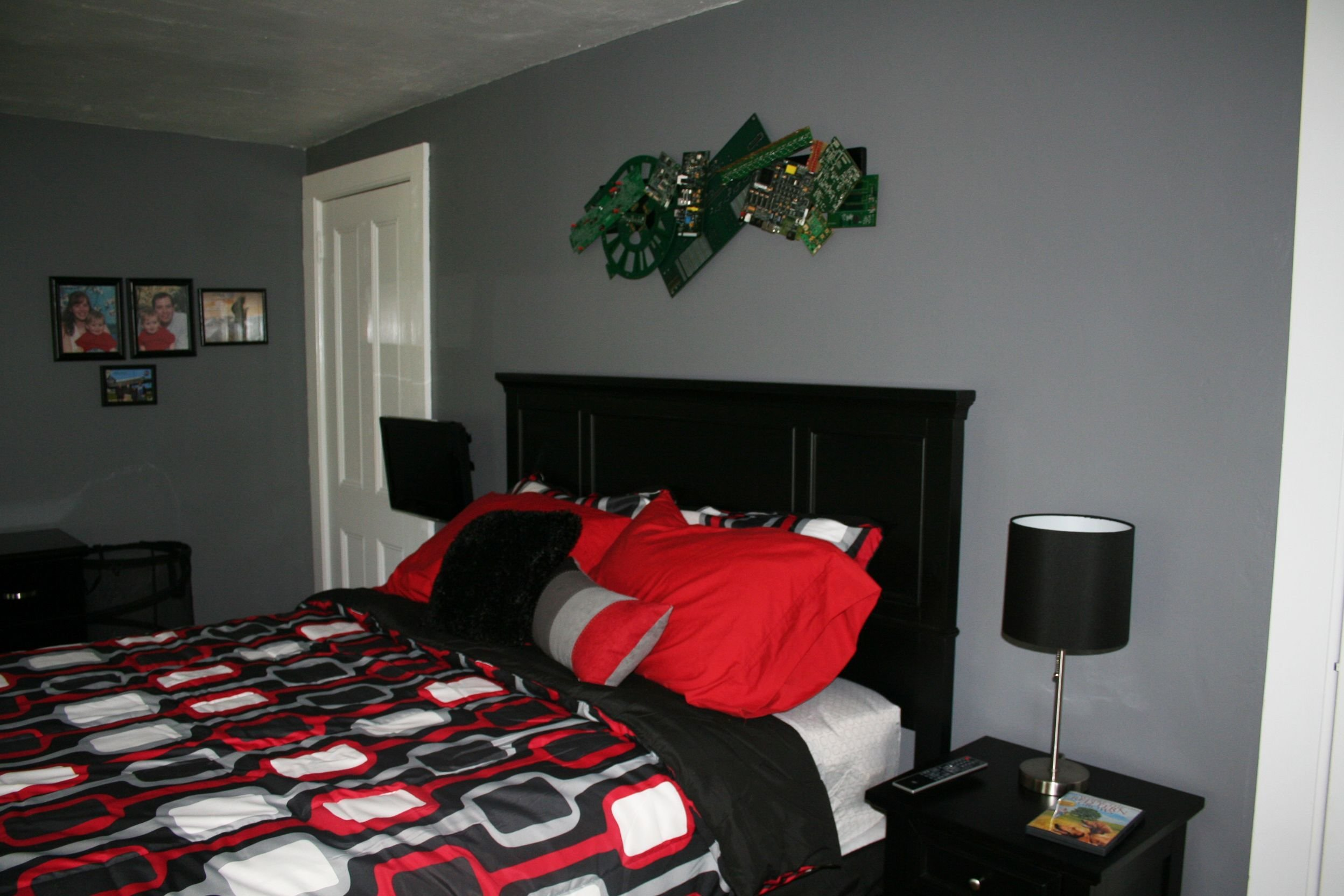 Best Red Black And Grey Color Scheme Tween Boy S Bedroom With Pictures