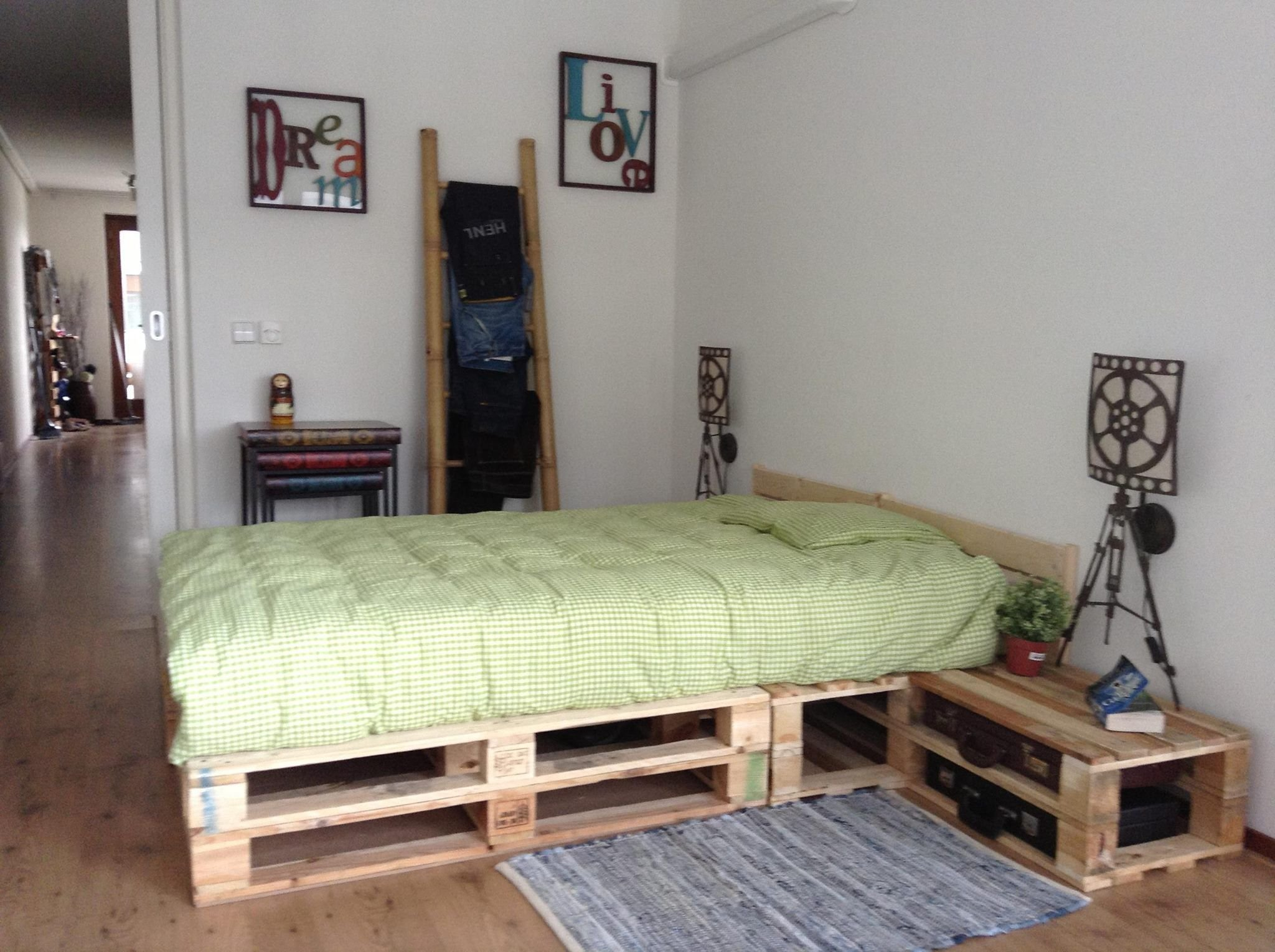 Best Pallet Bedroom Pallets Pinterest Pallets Bedrooms And House With Pictures