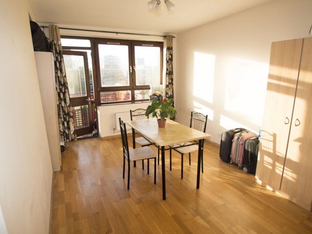 Best Buy A 2 Bedroom Flat In John Brent House Haddonfield Se8 London With Pictures
