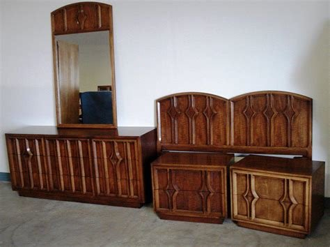 Best Vintage Mid Century Modern Bedroom Furniture Ideas With Pictures