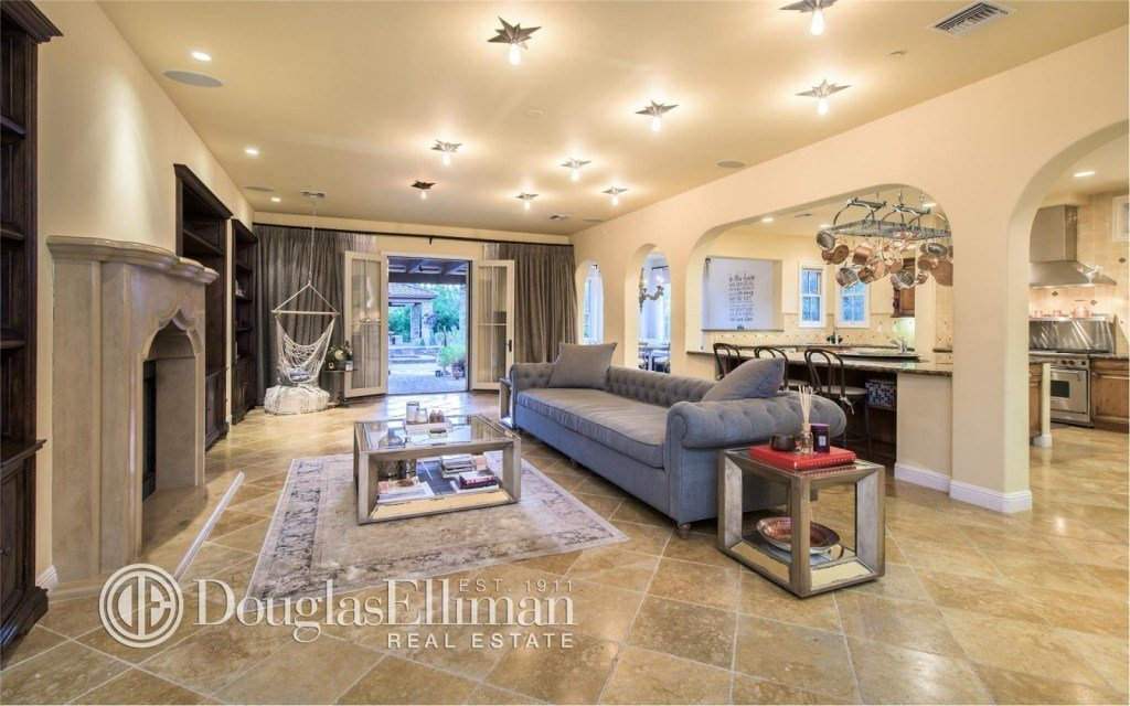 Best Selena Gomez Selling Her Calabasas Compound With Pictures