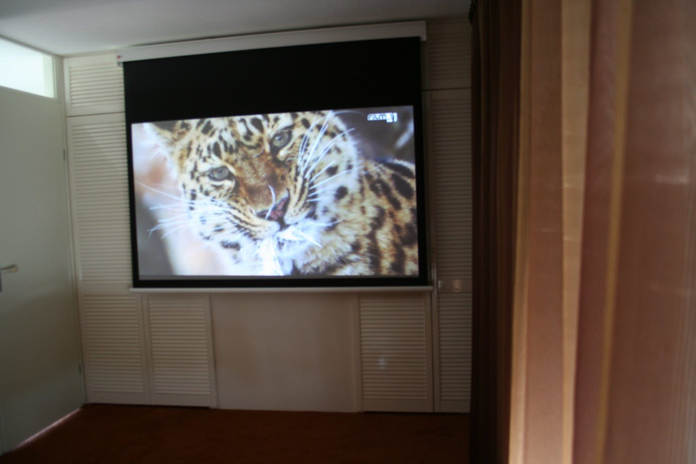 Best 3 Examples Of Clever Projection Screen Installations With Pictures