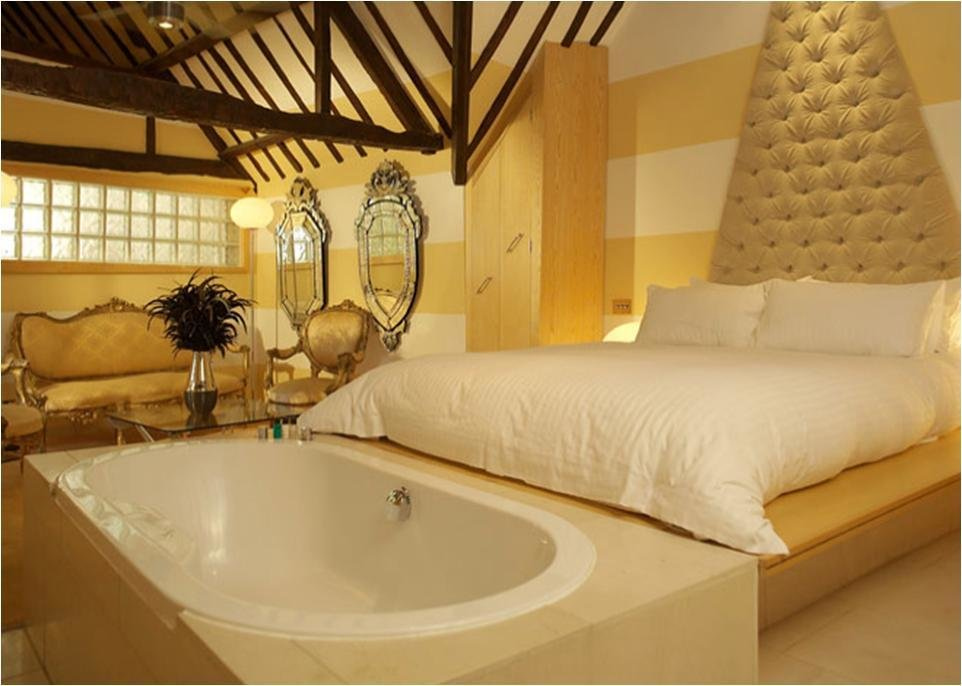 Best Quirky Bedroom For Weddings At Crazy Bear With Open With Pictures