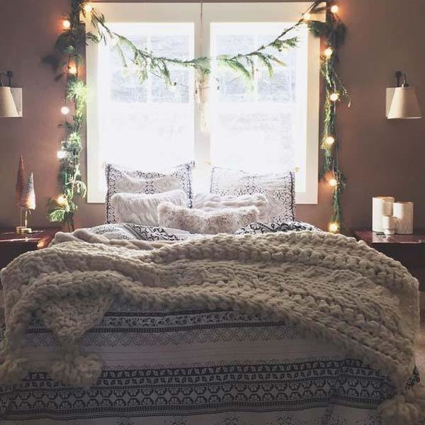 Best 33 Best Christmas Decorating Ideas For Your Bedroom With Pictures