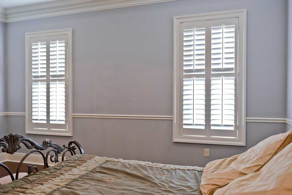 Best Bedroom Windows Covered With 2½ Wood Plantation Shutters With Pictures