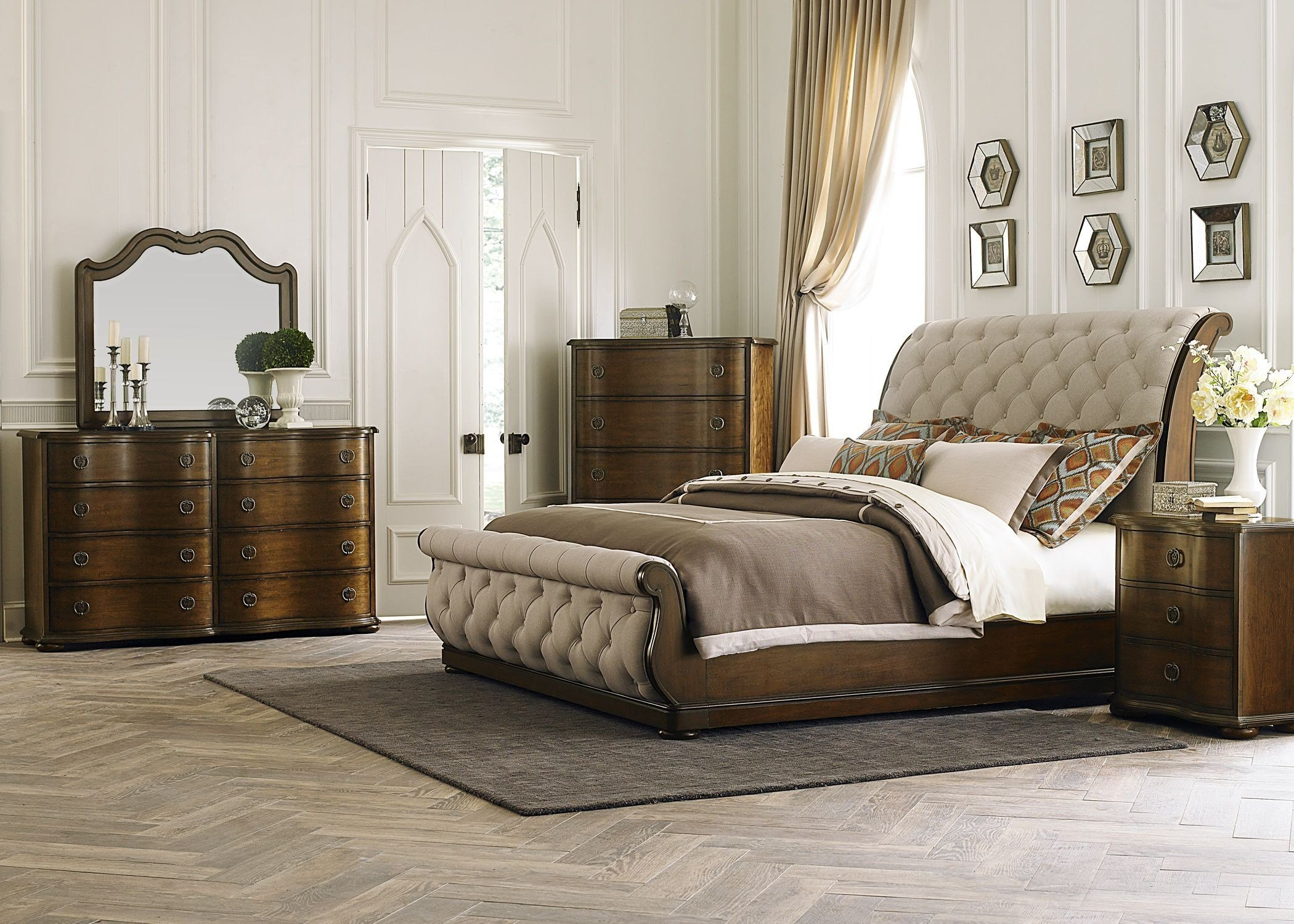 Best Cotswold Upholstered Sleigh Bedroom Set 545 Br Qsl Room With Pictures