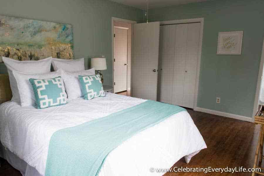 Best Tips For How To Stage A Bedroom To Sell Celebrating With Pictures