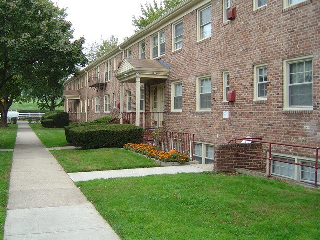 Best Fairway Gardens Rentals Bloomfield Nj Apartments Com With Pictures