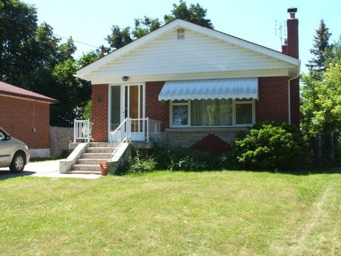Best 3 Bedroom Bungalow House In Lawrence And Markham Road In With Pictures