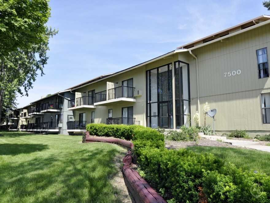 Best Harbor Pointe Apartment Apartments Milwaukee Wi 53223 With Pictures