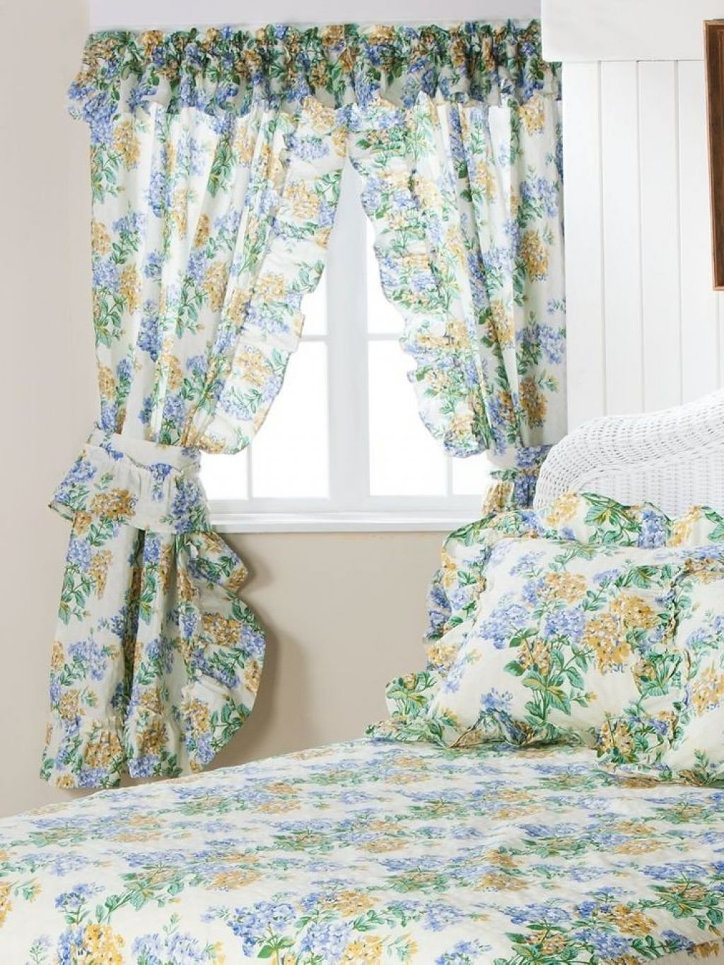 Best 37 Unique And Super Colourful Bedroom Curtain Designs And With Pictures