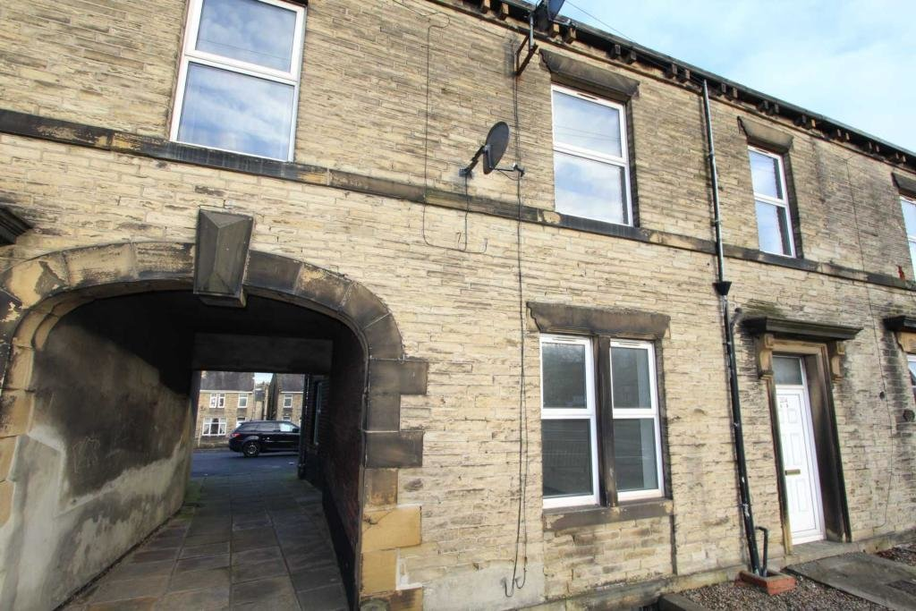 Best 2 Bedroom Apartment To Rent In Bradford Road Cleckheaton With Pictures