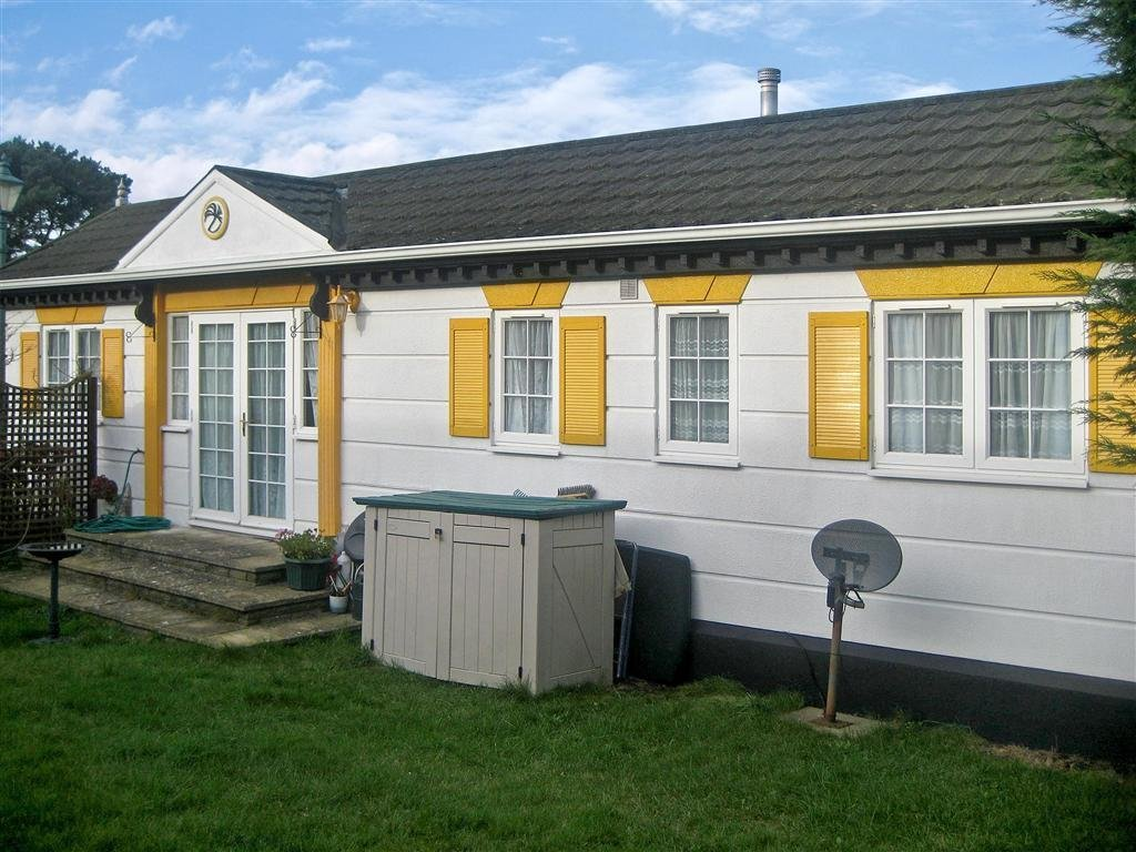 Best 2 Bedroom Mobile Home For Sale In Tadworth Surrey Kt20 With Pictures