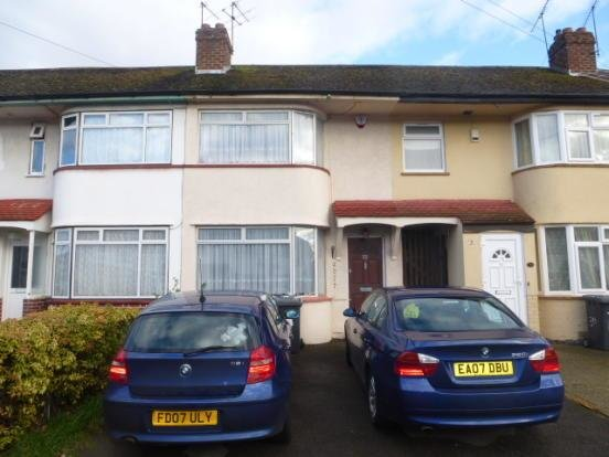 Best 2 Bedroom Terraced House For Sale In Lewins Way Slough Sl1 With Pictures