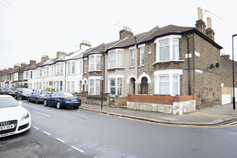 Best 2 Bedroom Flat To Rent In Caistor Park Road Stratford E15 E15 With Pictures