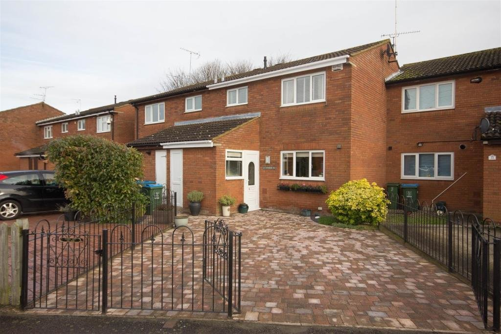 Best 3 Bedroom House For Sale In Cornbrook Road Aylesbury Hp21 With Pictures