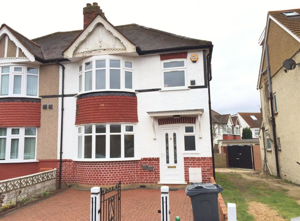 Best 3 Bedroom Semi Detached House To Rent In Great West Road Hounslow Tw5 Tw5 With Pictures