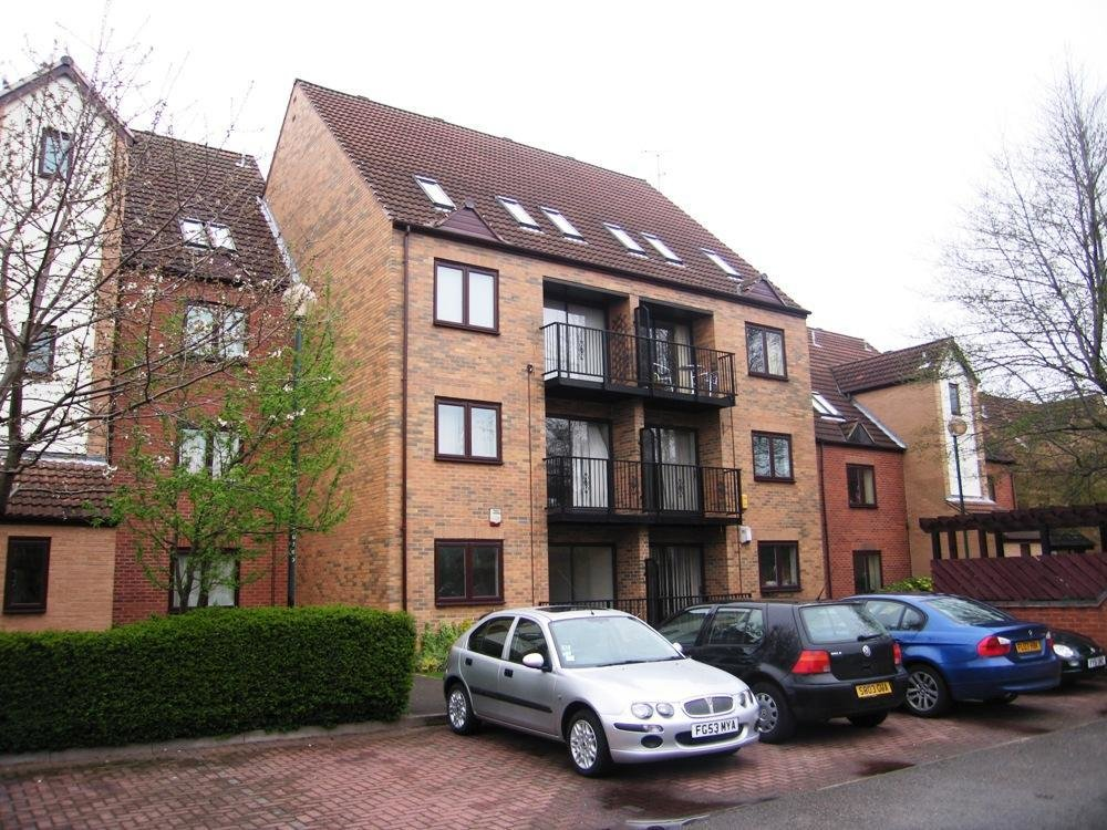 Best 2 Bedroom Flat To Rent In Heron Wharf Castle Marina With Pictures