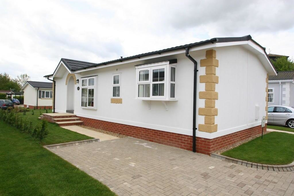 Best 2 Bedroom Mobile Home For Sale In Takeley Park Hatfield With Pictures