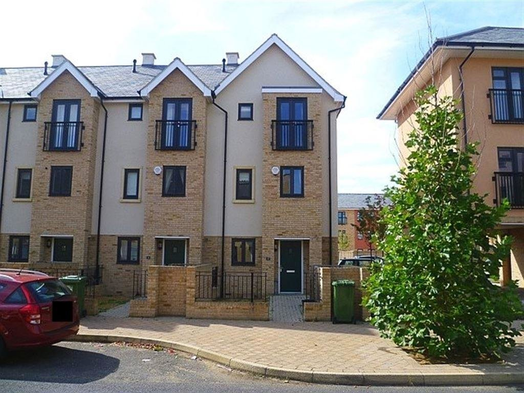 Best 3 Bedroom House To Rent In Circus Drive Orchard Park With Pictures