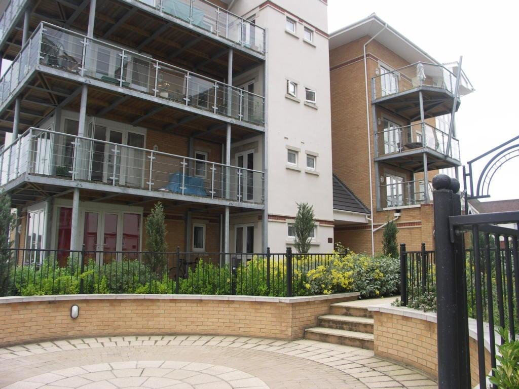 Best 2 Bedroom Flat To Rent In Emperor House Hawkeswood Road With Pictures