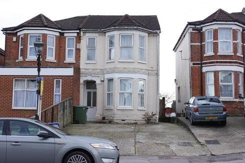 Best 1 Bedroom Flat To Rent In Burgess Road Southampton Available 6Th July 2017 So16 With Pictures